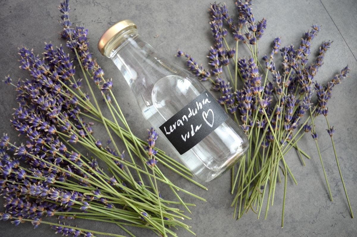 Květová levandulová voda